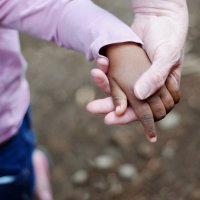 Hijos adoptados y biológicos, ¿se les quiere igual?