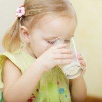 La leche y los baños de sol de los bebés