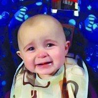 Un bebé llorando al escuchar a su madre cantar triunfa en Internet
