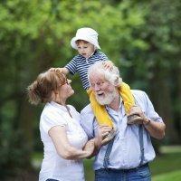 Abuelos: ¿crían o malcrían a sus nietos?