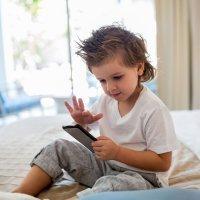 8 travesuras de los niños con el smartphone de sus padres