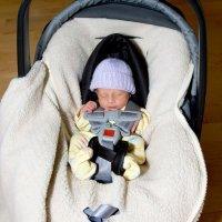 El peligro de que el bebé se duerma en la silla del coche