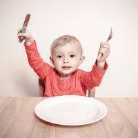 Por qué los niños pequeños deben usar cuchillos y vasos de cristal