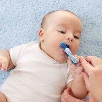 Por qué los geles de dentición son peligrosos para el bebé