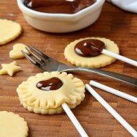 Cookie pops para niños. Galletas divertidas con chocolate
