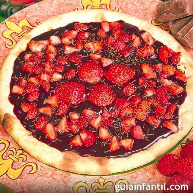 Pizza de chocolate con fresas. Receta para niños