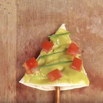 Canapé árbol de Navidad de guacamole