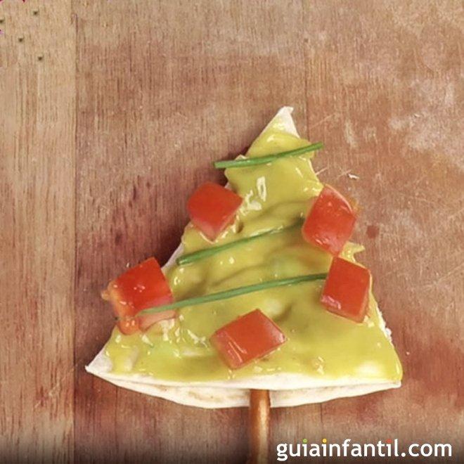 Árbol de Navidad de guacamole. Canapés para niños