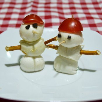 Canapé muñeco de nieve mozzarella