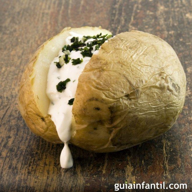 Papas al horno. Receta fácil de patatas para niños