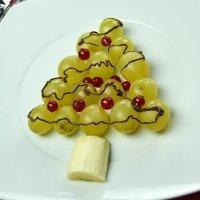 Árbol con uvas. Postre de Navidad con frutas paso a paso