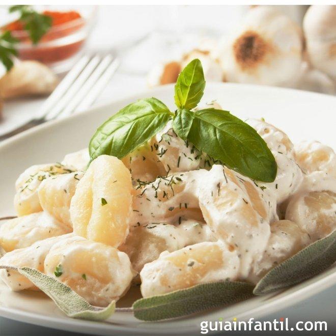 Ñoquis con queso para niños. Receta popular italiana