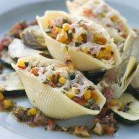Conchiglioni rellenos de verduras. Recetas italianas para niños