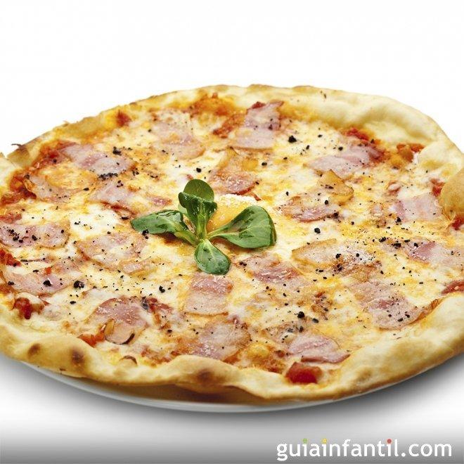 Pizza carbonara. Receta casera para niños