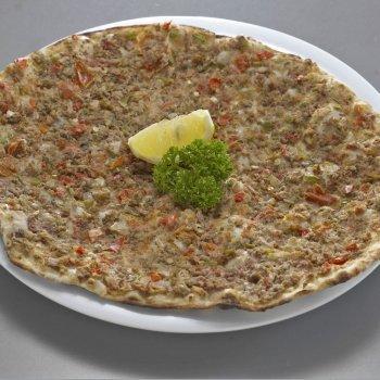Pizza turca con carne picada