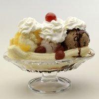 Banana Split. Receta con helados para niños