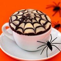 Muffins de chocolate con telaraña de chocolate para Halloween