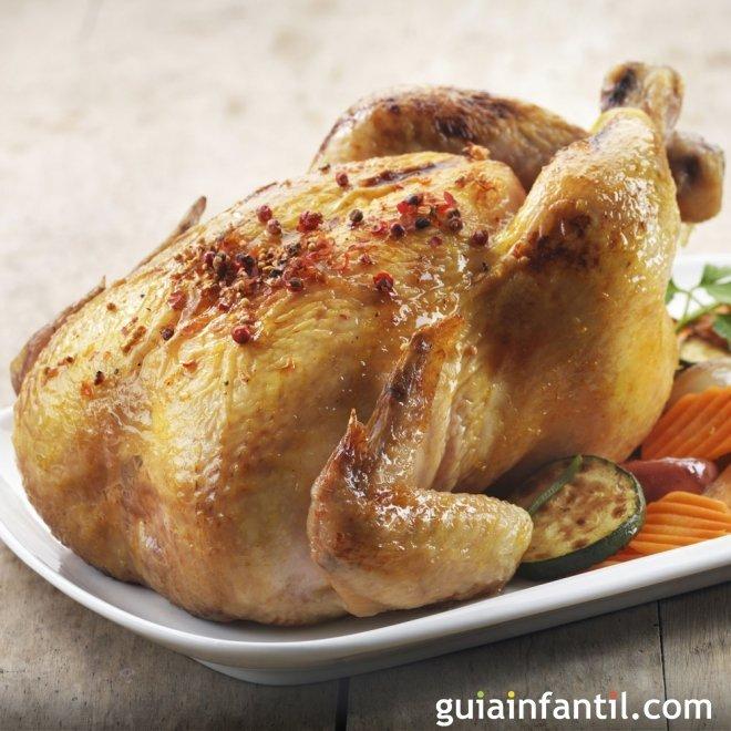 Pollo dorado al horno en su jugo