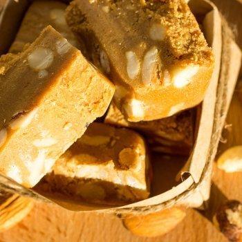 Turrón de almendras y miel