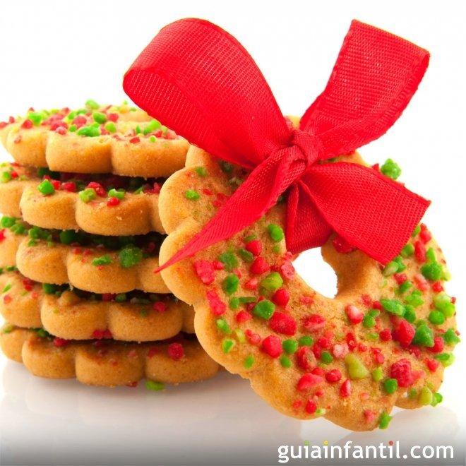 Coronas navideñas de galleta y almendras