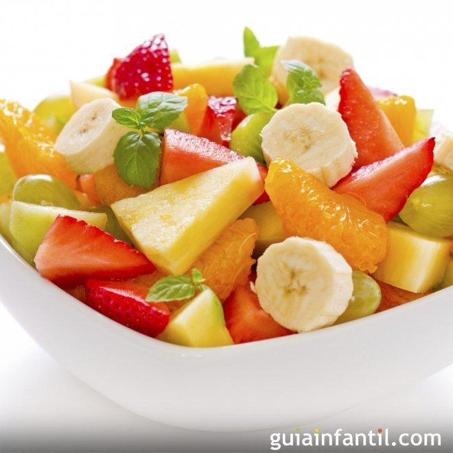 Macedonia de frutas tropicales. Recetas para niños