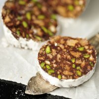 Embutido de chocolate con pistachos