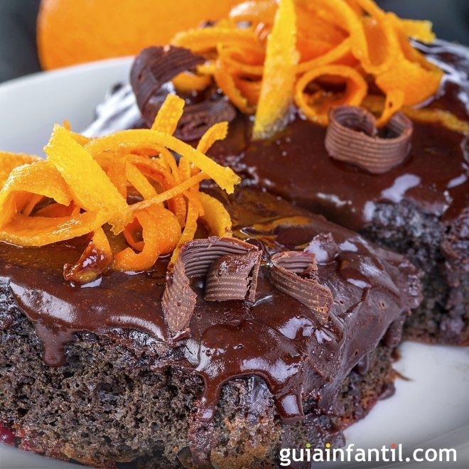 Brownie tierno con naranja y avellanas. Receta de postre