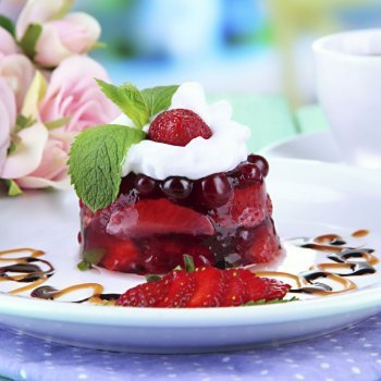 Macedonia de frutas en gelatina