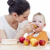 Papillas de fruta para bebés mes a mes
