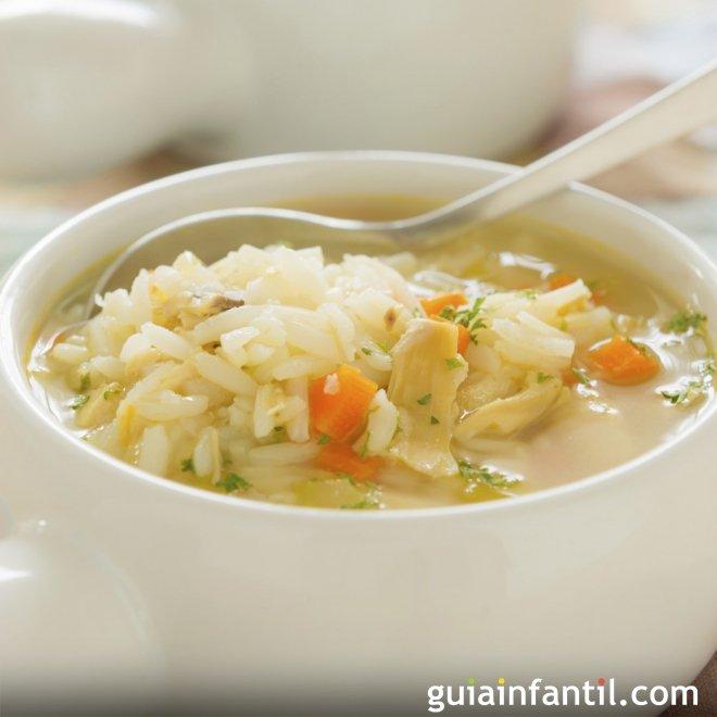 Sopa de arroz con zanahoria, dieta blanda para niños