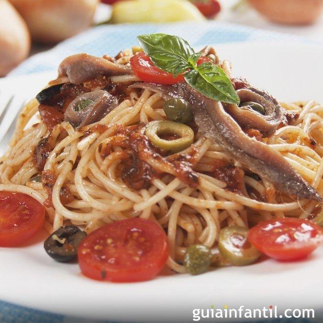 Espaguetis con anchoas y aceitunas. Receta con muchas vitaminas