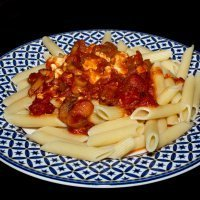 Macarrones caseros con tomate y tofu
