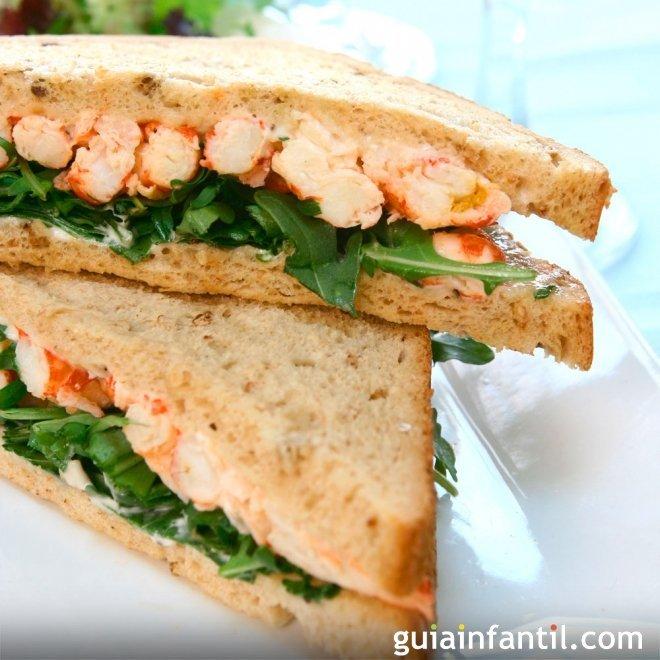 Sándwich de palitos de cangrejo. Merienda para niños