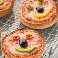 Mini pizzas con cara sonriente