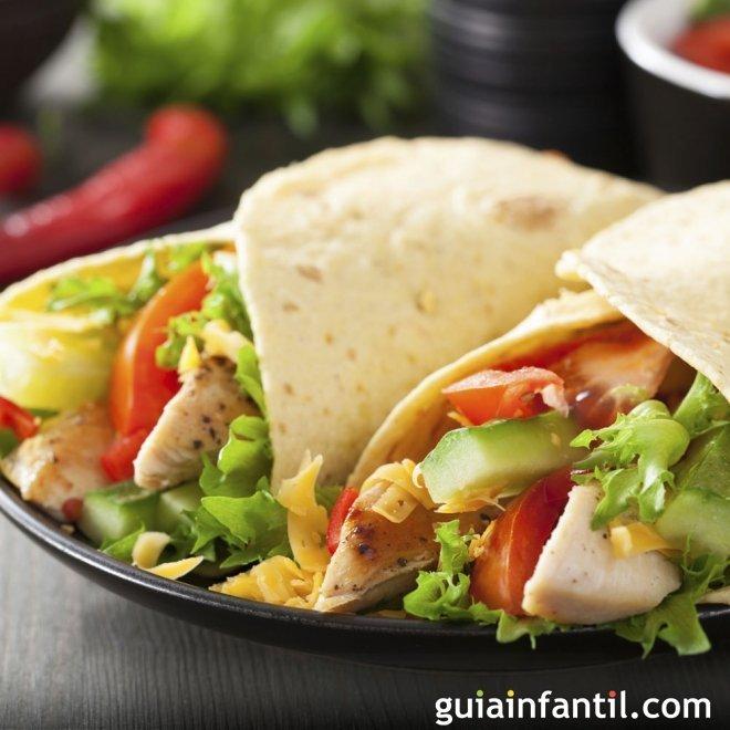 Fajitas de pollo. Comida mexicana para niños