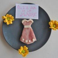 Sándwich con vestido primaveral para mamá