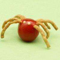 Arañas con tomates cherry, aperitivo divertido