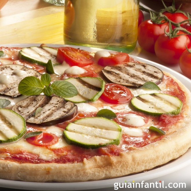 Pizza vegetal con berenjena y calabacín. Receta vegetariana