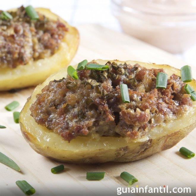 Patatas rellenas de carne picada y queso, receta al horno