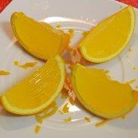 Gajos de naranja con gelatina. Receta divertida para los niños