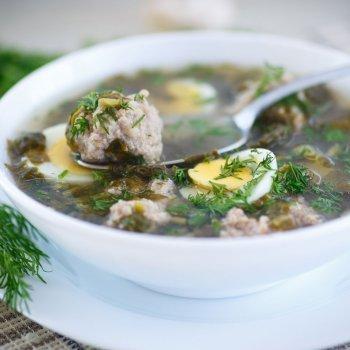 Sopa de espinacas con albóndigas
