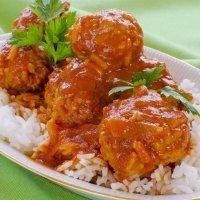 Receta de albóndigas de pollo con salsa de tomate para niños