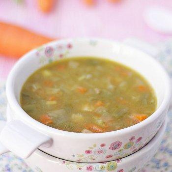 Sopa de verduras y pollo