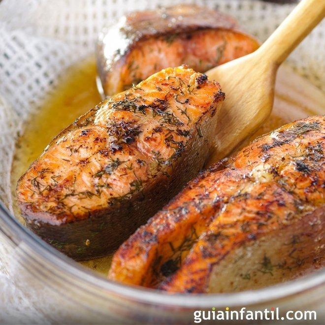 Salmón a la miel y mostaza, receta sana y fácil para niños