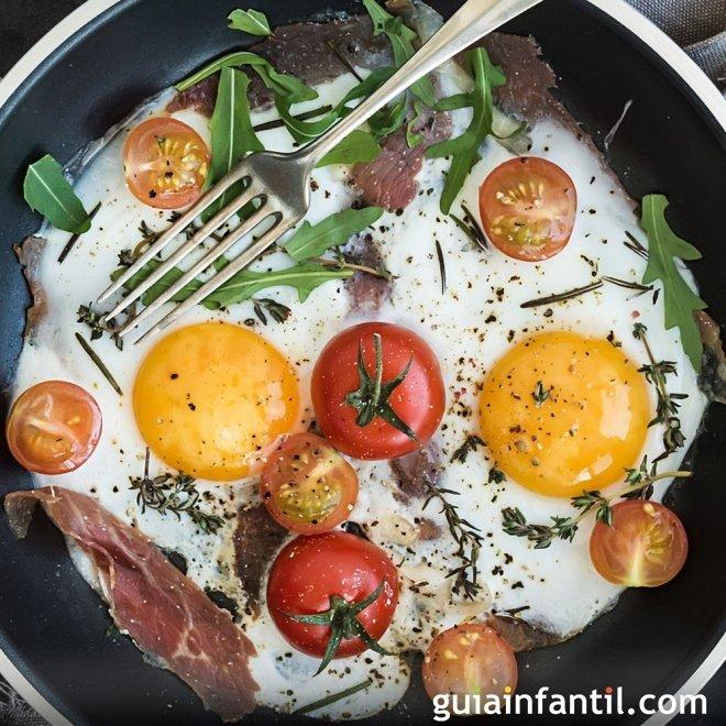 Huevos al plato en miniatura para niños. Receta al horno