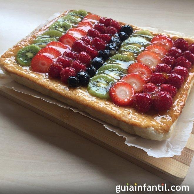 Tarta de hojaldre con frutas. Postres para niños