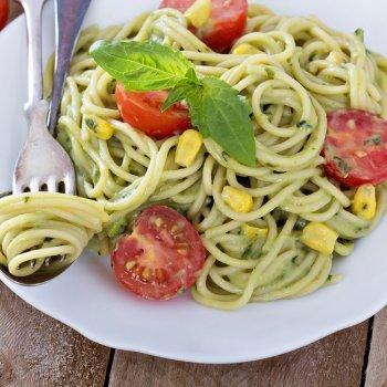 Espaguetis con aguacate