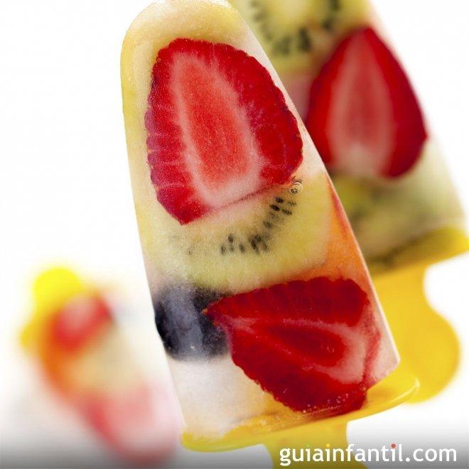 Polos de fruta para niños. Helados caseros para el verano