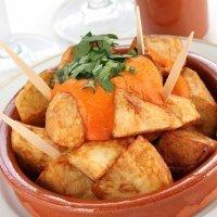 Patatas bravas. Tapas tradicionales