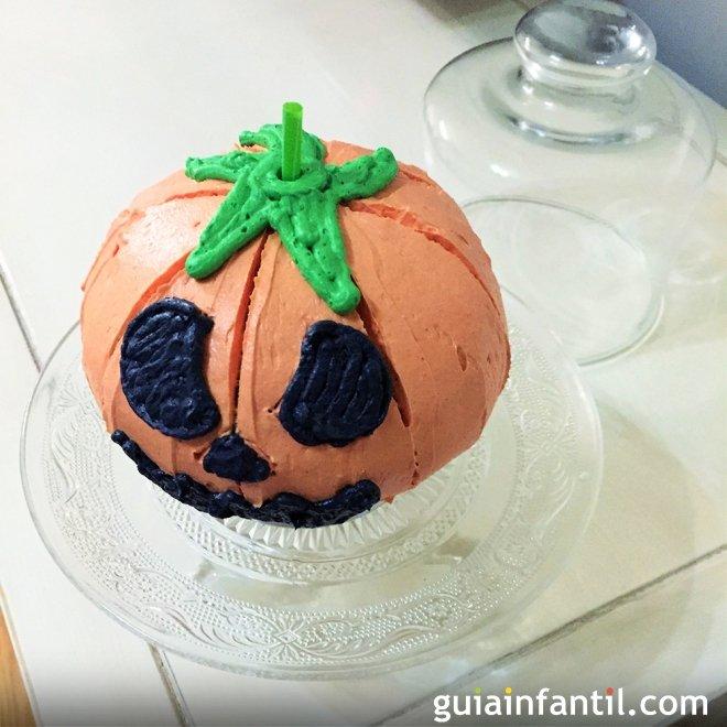 Bizcocho con forma de calabaza de Halloween